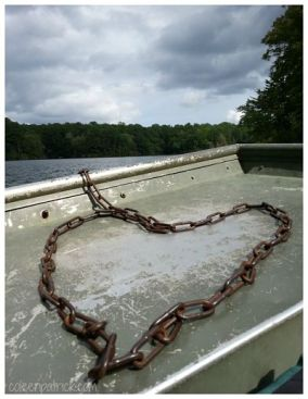 chain heart drifting on boat_opt
