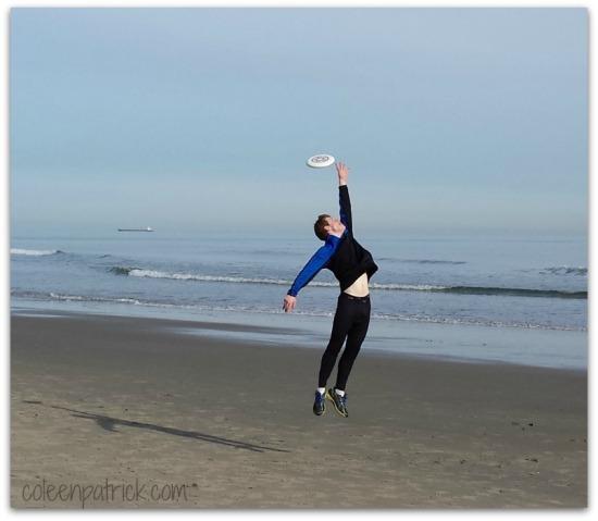 beach frisbee action